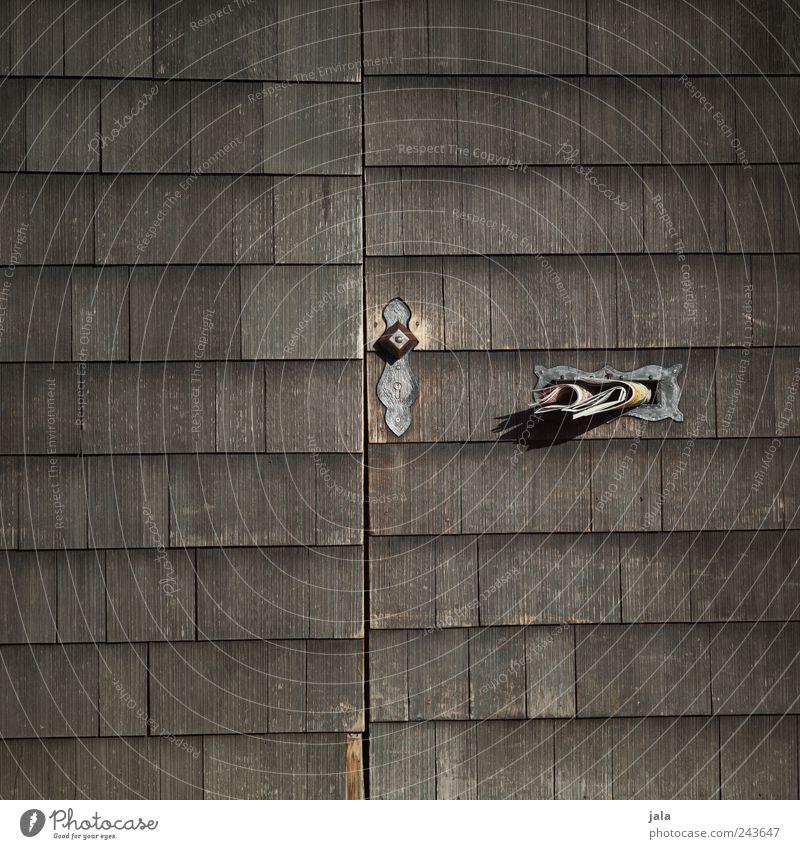 wochenblatt Holz grau braun Tür trist Zeitung einfach Griff Briefkasten