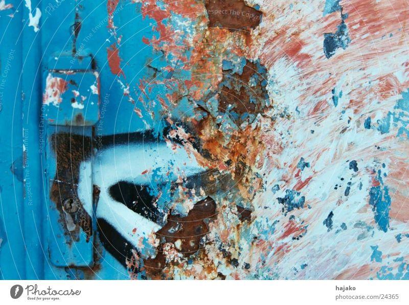 Rostlaube blau Graffiti Metall Tür Industrie Burg oder Schloss