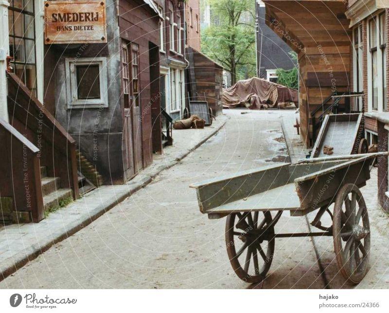 Old Amsterdam Straße Holz Fassade historisch Abdeckung Karre Werkstatt Schmiede