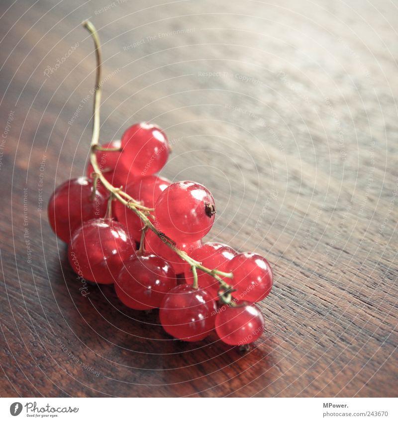 Beeren Ernährung Bioprodukte Vegetarische Ernährung Holz gut saftig sauer rot Johannisbeeren Stengel Tisch Weintrauben Gesundheit vitaminreich lecker Frucht