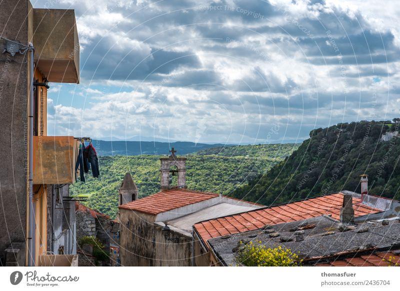 Sardinien, Bergdorf Ausflug Ferne Sommer Berge u. Gebirge Landschaft Himmel Wolken Horizont Schönes Wetter Baum Nutzpflanze Feld Wald Hügel Sedini Italien Dorf