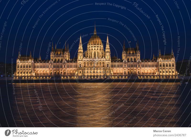 Nachtszene des ungarischen Parlamentsgebäudes Ferien & Urlaub & Reisen Tourismus Fluss Stadt Hauptstadt Altstadt Rathaus Gebäude Architektur Sehenswürdigkeit