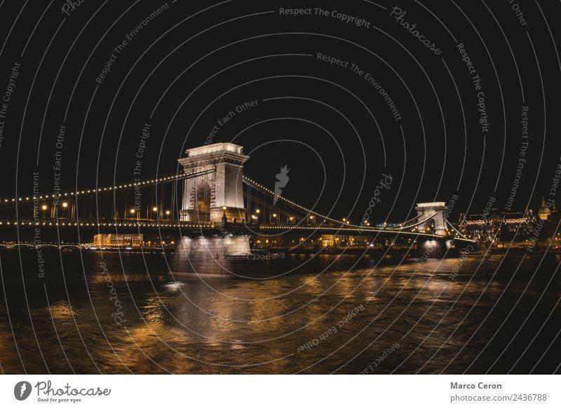 Nachtaufnahme der Kettenbrücke in Budapest Ferien & Urlaub & Reisen Kunst Landschaft Fluss Kleinstadt Stadt Hauptstadt Skyline Brücke Turm Architektur