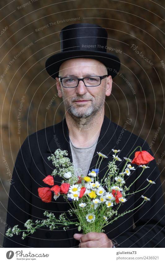 Ja, ich will! | UT Dresden Mensch Mann Erwachsene Glück Zufriedenheit maskulin 45-60 Jahre Lächeln Brille Hochzeit Männlicher Senior Blumenstrauß Hut