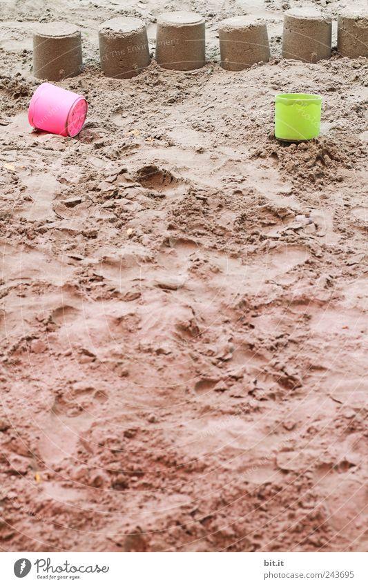 Sandkuchen... Kind Ferien & Urlaub & Reisen grün Spielen natürlich Sand braun rosa Freizeit & Hobby Tourismus lernen Kunststoff Sonnenbad Spielzeug Ostsee Reihe