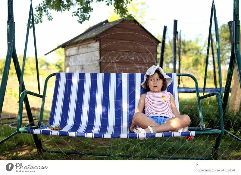 allein in der Wiege Lifestyle Stil Kindererziehung Bildung Mensch Eltern Erwachsene Geschwister Großeltern Senior Familie & Verwandtschaft Kindheit Leben