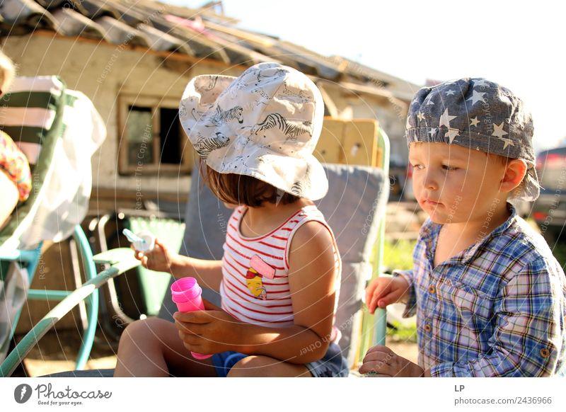 Kind Mensch Erwachsene sprechen Gefühle Familie & Verwandtschaft Junge Angst Kindheit Baby Neugier Zukunftsangst Bildung Sitzung Stress Eltern