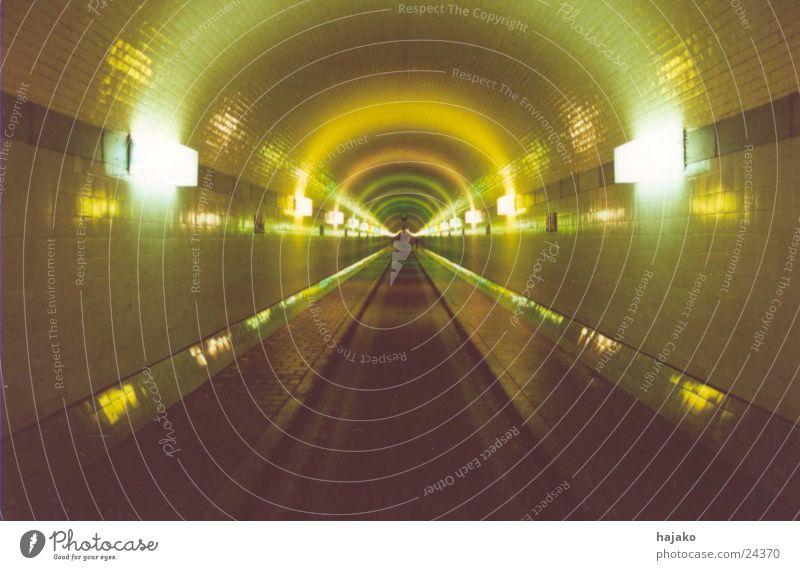 ray of lights Beleuchtung Verkehr Tunnel tief Bogen
