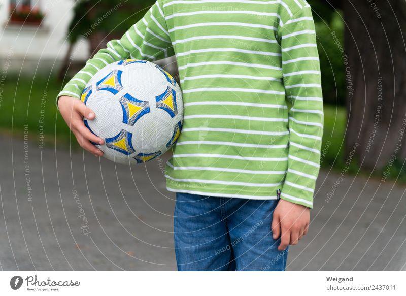Zauberball Sport Ballsport Fußball Fußballplatz Schulhof Kind Junge Kindheit 1 Mensch 3-8 Jahre Bewegung Spielen toben grün Freizeit & Hobby Weltmeisterschaft