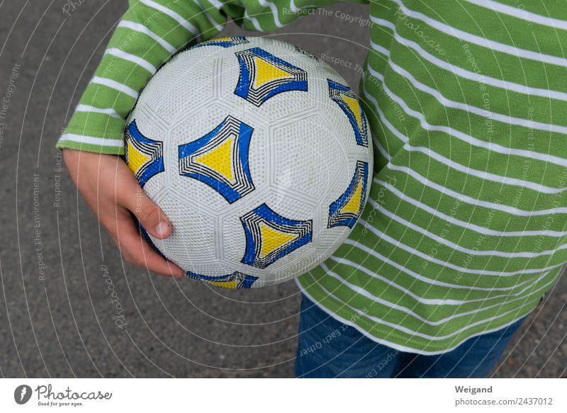 Zauberball sportlich Fitness Sport Sportmannschaft Fußball Team Junge Kindheit 1 Mensch 3-8 Jahre Spielen Erfolg Teamwork Weltmeister Weltmeisterschaft Ball