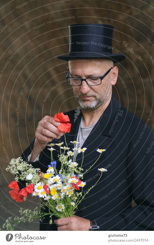 ...die richtige Entscheidung? | UT Dresden maskulin Mann Erwachsene Männlicher Senior Leben 1 Mensch 45-60 Jahre Anzug Brille Hut Zylinder Traurigkeit schwarz