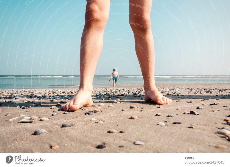 Koloss von Juist Kind Mensch Ferien & Urlaub & Reisen Sommer Wasser Meer Erholung Strand Beine lustig Spielen Fuß Schwimmen & Baden Sand Freizeit & Hobby