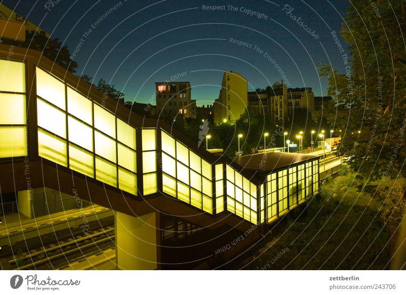 Leber Sommer Haus Himmel Wolkenloser Himmel Stadt Hauptstadt Stadtzentrum Bahnhof Brücke Bauwerk Gebäude Architektur Mauer Wand Treppe Verkehr Verkehrswege