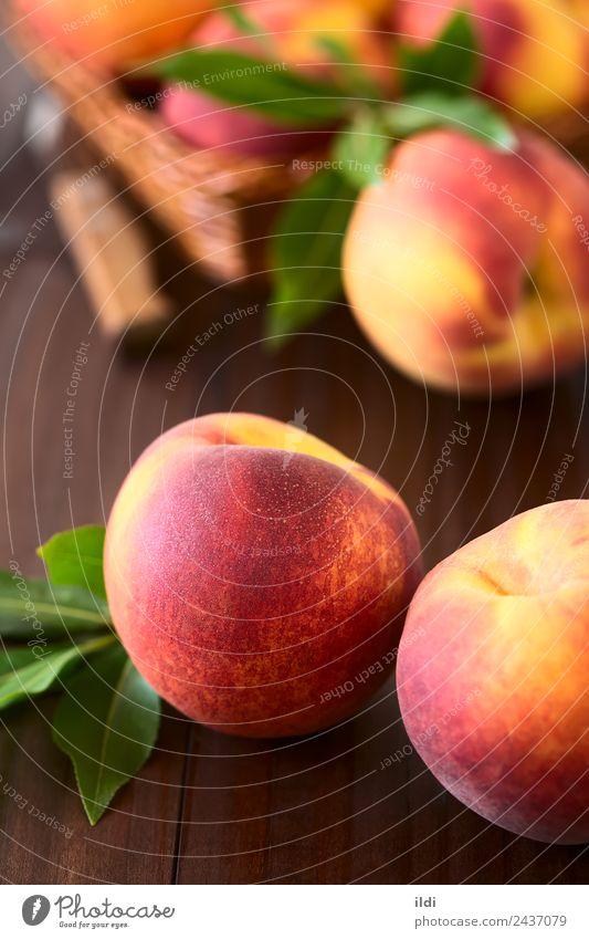 Frische reife Pfirsiche Frucht Ernährung frisch natürlich saftig süß gelb rot Lebensmittel Steinfrucht Erfrischung Snack Gesundheit roh unscharf Flaum vertikal