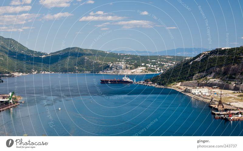 Unterwegs in Kroatien II Wasser Himmel Stadt blau Wolken Berge u. Gebirge Gebäude Wasserfahrzeug Architektur Güterverkehr & Logistik Hafen Dorf Schifffahrt Kran Container Börse