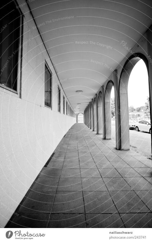 Der Weg Menschenleer Haus Mauer Wand Empore Wege & Pfade einfach elegant Ferne Stimmung Sicherheit Ordnungsliebe Neugier Sehnsucht Einsamkeit Beginn Frustration