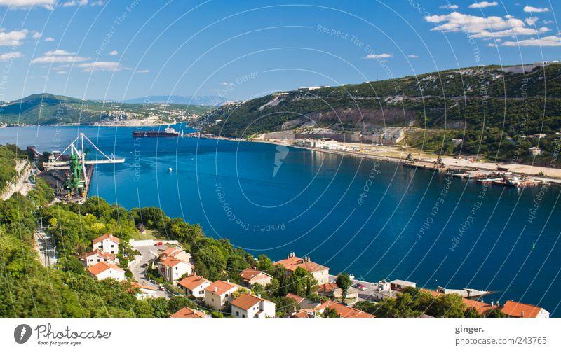 Unterwegs in Kroatien III Dorf Stadt Hafenstadt Haus Gebäude Ferien & Urlaub & Reisen Meer Meerstraße Bucht Containerterminal Containerverladung Containerschiff