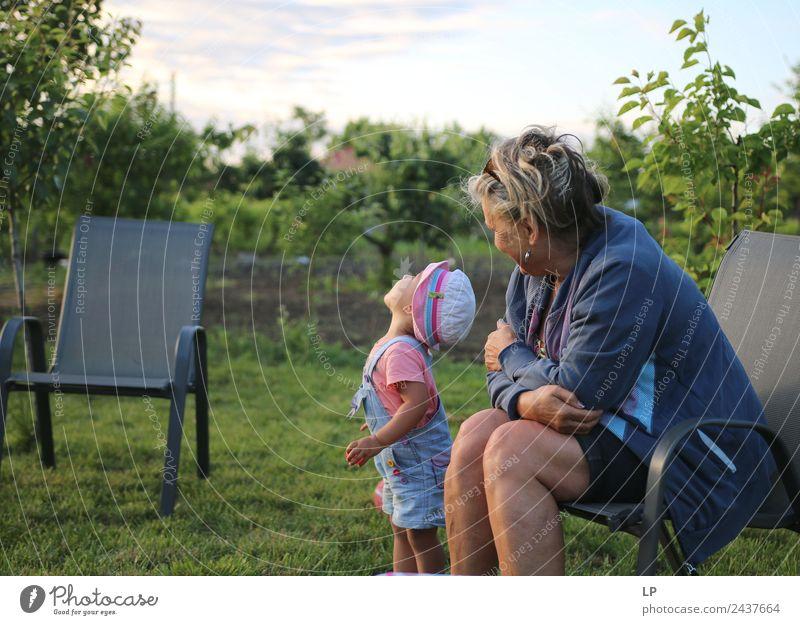 in den Himmel schauen Kindererziehung Bildung Kindergarten Mensch Baby Frau Erwachsene Eltern Mutter Geschwister Großeltern Senior Familie & Verwandtschaft