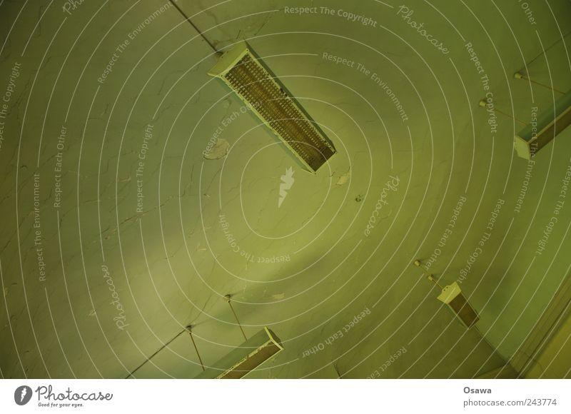 Deckenleuchte Lampe Deckenlampe Zimmerdecke Raum Energiesparlampe Neonlicht Stuck grün dreckig alt Einsamkeit Unbewohnt Textfreiraum Menschenleer