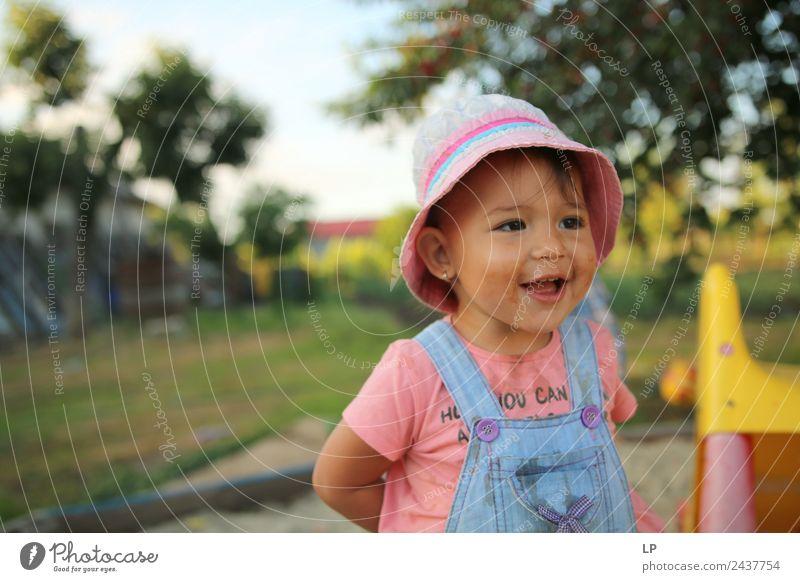 Kind Mensch Erholung ruhig Freude Erwachsene Leben Gefühle Familie & Verwandtschaft Stimmung Zufriedenheit Kindheit Kraft Fröhlichkeit Erfolg Lebensfreude
