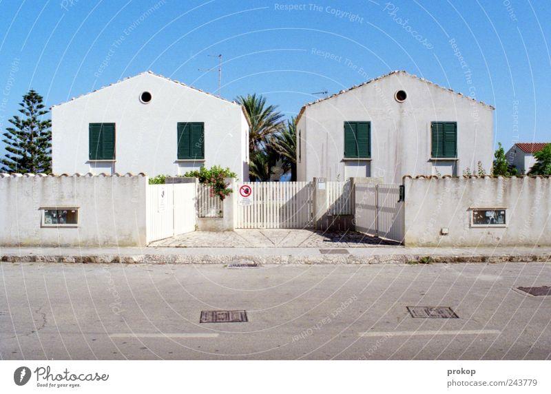 Neu und Alt alt Himmel Haus Straße Wand Fenster Mauer Gebäude dreckig Architektur Beginn Fassade Ordnung neu Dach