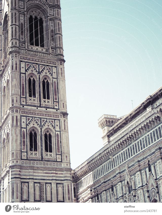 Maria, ne Blume und ein Giotto Wolkenloser Himmel Schönes Wetter Florenz Toskana Italien Altstadt Kirche Dom Fassade Sehenswürdigkeit santa maria del fiore