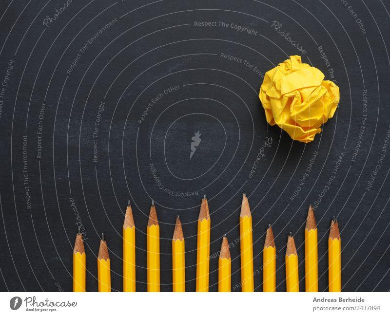 Teamwork Stifte Papierkugel gelb Hintergrundbild Business Büro Kreativität Erfolg Idee Symbole & Metaphern Inspiration Tafel Arbeitsplatz Schreibstift Zettel