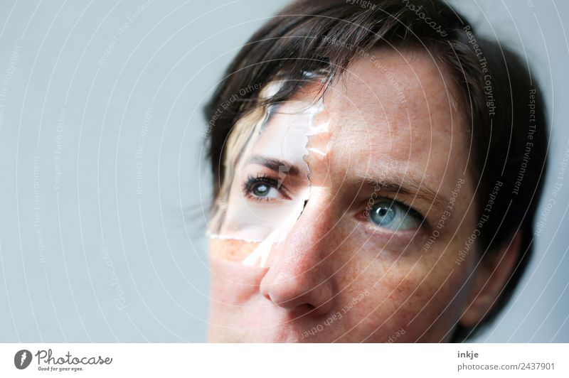 rudimentäre Collage Lifestyle Stil schön Gesicht Freizeit & Hobby Frau Erwachsene Leben Auge 1 Mensch 30-45 Jahre Klebeband Zettel Blick außergewöhnlich bizarr