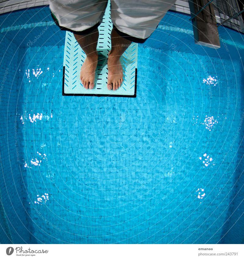 Kurt C. Hose Mensch Mann blau Wasser Freude Erwachsene Leben Sport springen Stil Beine Fuß Angst fliegen hoch Schwimmen & Baden