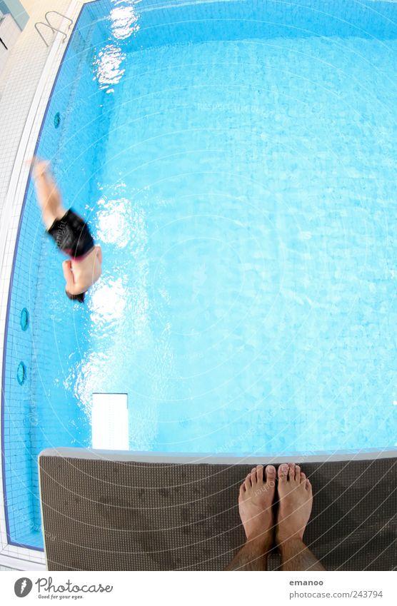 Höhentraining Mensch Mann Wasser Freude Erwachsene Leben Sport Bewegung springen Luft Kraft Angst fliegen hoch Schwimmen & Baden maskulin