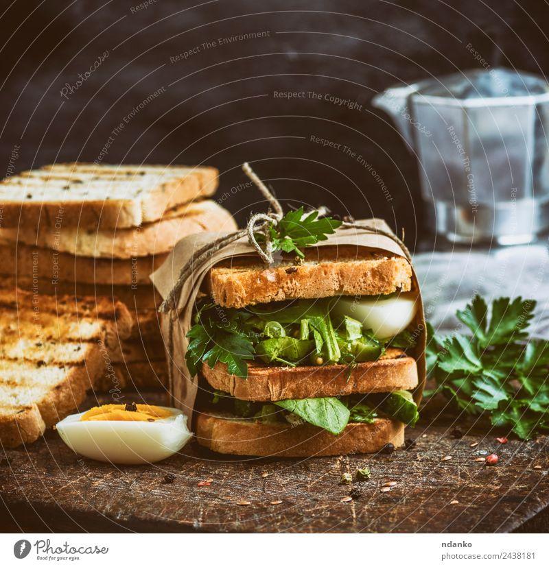 Sandwich von French Toast Gemüse Brot Frühstück Mittagessen Abendessen Vegetarische Ernährung Fastfood Essen frisch lecker braun grün Belegtes Brot Zuprosten