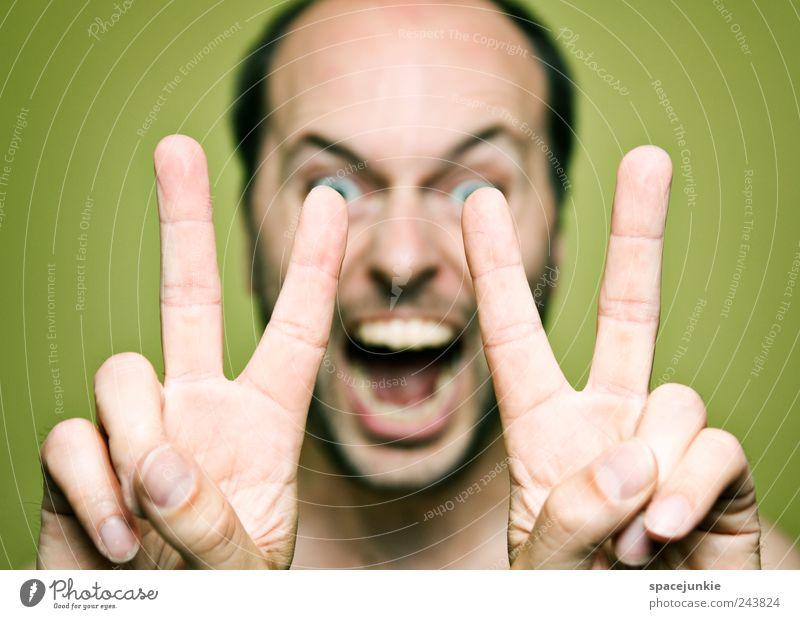 Peace Mensch maskulin Mann Erwachsene Finger 1 30-45 Jahre bedrohlich Angst Entsetzen verstört Frieden schreien skurril Humor Hand Farbfoto Innenaufnahme