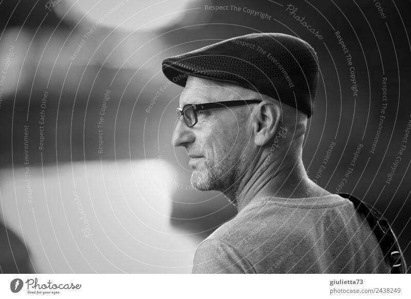 Time for Change | UT Dresden Mensch Mann Einsamkeit Erwachsene Leben Denken maskulin 45-60 Jahre stehen authentisch Beginn Zukunft Wandel & Veränderung Brille