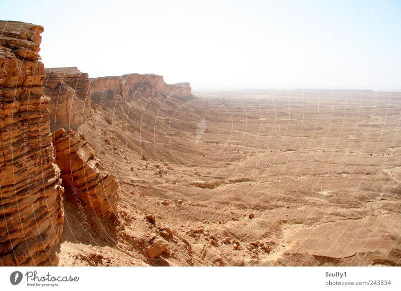 Edge of the world Saudi Arabien Natur Landschaft Erde Sand Klima Dürre Berge u. Gebirge Schlucht Wüste Blick stehen alt Ferne gigantisch Unendlichkeit heiß
