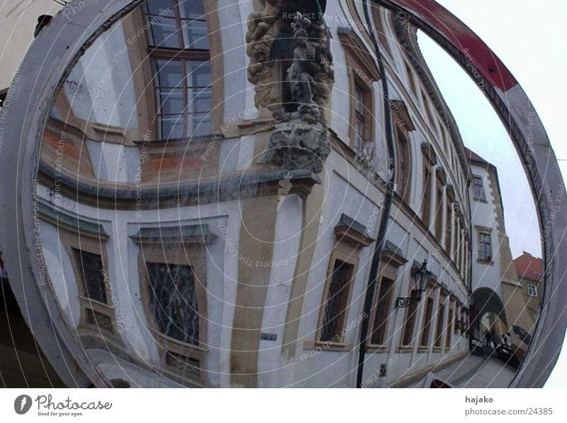 Spiegelhaus Europa Verzerrung Prag Häuserzeile