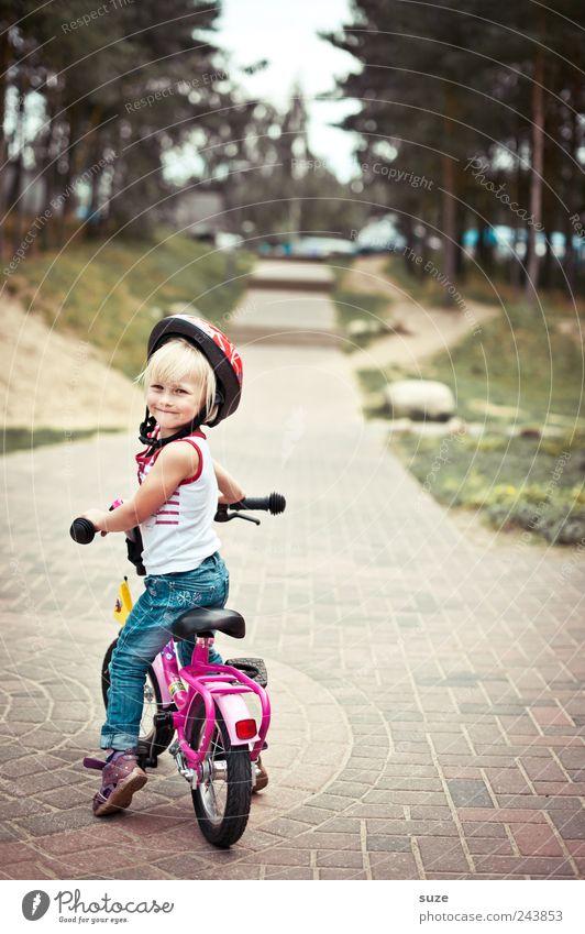 Schulterblick Mensch Kind Baum Mädchen Wege & Pfade klein Kindheit blond Fahrrad warten Kindheitserinnerung stehen Sicherheit niedlich Ziel Lächeln