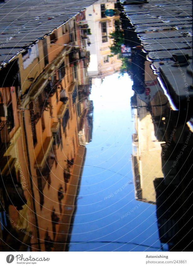 die verkehrte Stadt Wasser blau Sommer Ferien & Urlaub & Reisen schwarz Haus Straße Gebäude Erde Wetter Hochhaus Bauwerk Schönes Wetter Spanien