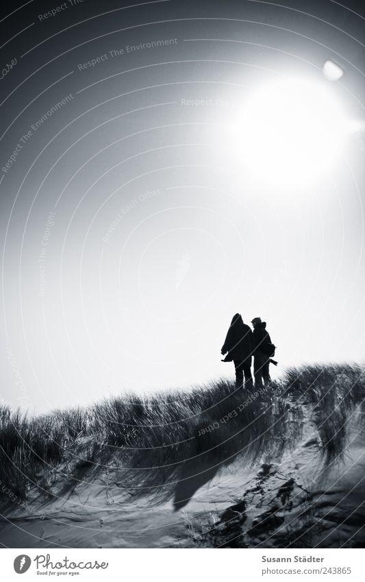 Spiekeroog   burning sun Mensch Sonne Gras Freundschaft Zusammensein Wind gefährlich Sträucher Hügel Düne Nordsee Verliebtheit Treue Optimismus standhaft