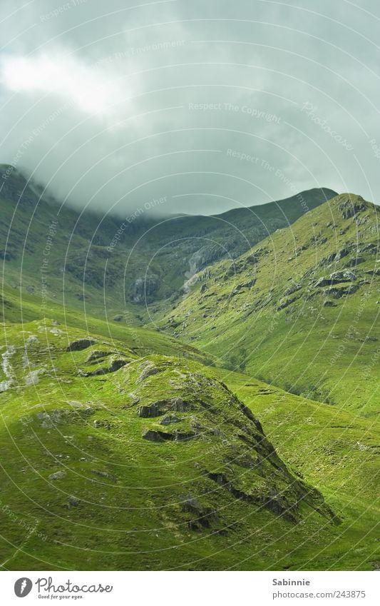 [Skye 03] Grün, grün, grün ist alles was ich hab Natur Himmel grün Sommer Ferien & Urlaub & Reisen Wolken Ferne Gras Berge u. Gebirge Freiheit Landschaft Stimmung Nebel Wetter Umwelt Felsen