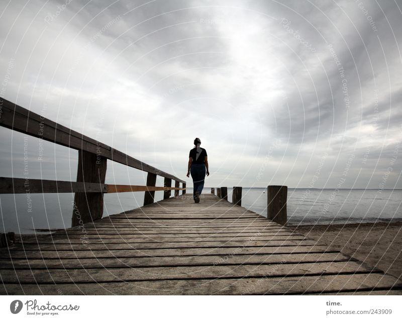 Kindheitserinnerungen Mensch Frau Himmel Natur Meer Erwachsene Ferne Erholung Landschaft Freiheit Bewegung Wege & Pfade Küste Traurigkeit Erde Horizont