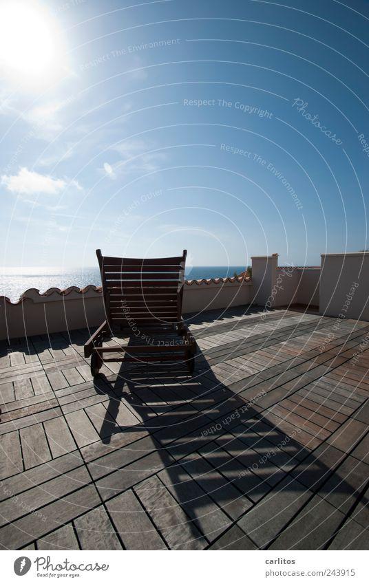 Mach mal Pause Sommer liegen Dachterrasse Liegestuhl Dachziegel Holz Horizont Ferne Meer Aussicht Ferien & Urlaub & Reisen mediterran Mallorca Erholung