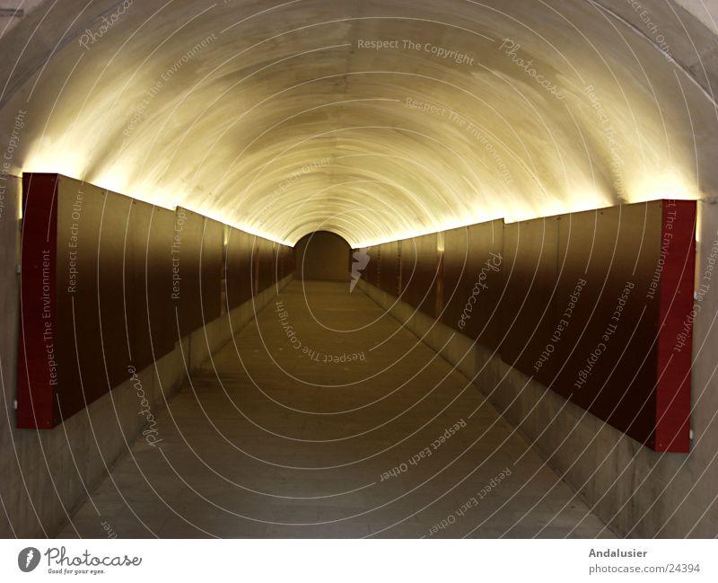 Weg ins Dunkel Licht dunkel unterirdisch Malaga Alcazaba Ausstellung Messe Wege & Pfade Waffenkammer Burg oder Schloss