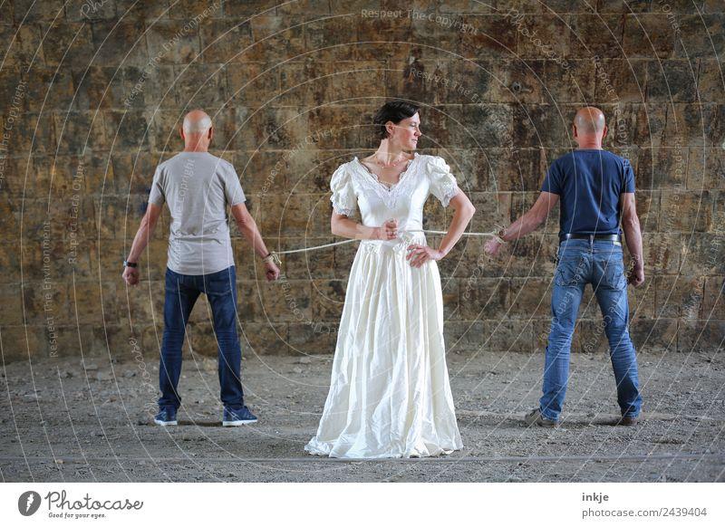 Dresden united 2 | UT Dresden 2018 Lifestyle Frau Erwachsene Mann Paar Partner Leben 3 Mensch 30-45 Jahre T-Shirt Jeanshose Brautkleid authentisch