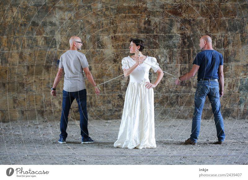 Dresden united | UT Dresden 2018 Lifestyle Stil maskulin feminin Frau Erwachsene Mann Paar Partner 3 Mensch 30-45 Jahre Mauer Wand T-Shirt Jeanshose Brautkleid