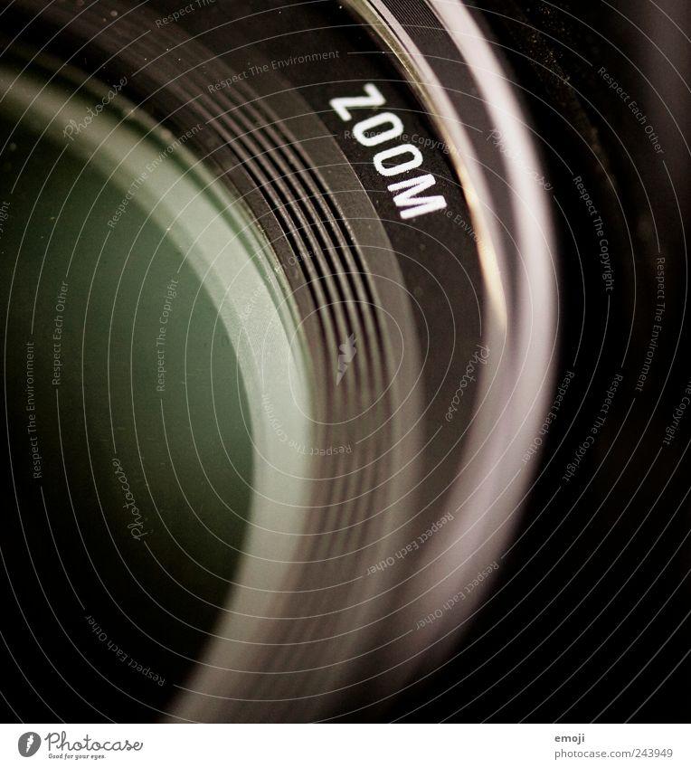 suum Videokamera Fotokamera rund Objektiv zoomen Schriftzeichen Fotografie Farbfoto Nahaufnahme Detailaufnahme Makroaufnahme Menschenleer Textfreiraum links