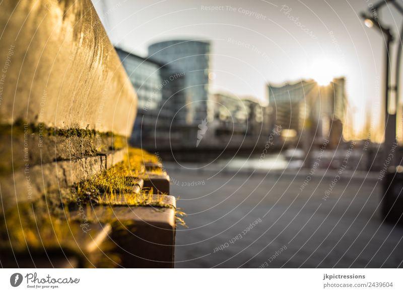 Hamburg Hafencity Sonnenuntergang Dämmerung Abend Licht Romantik Deutschland Wasser Blauer Himmel Haus Kanal schön ruhig besinnlich Sehenswürdigkeit Architektur