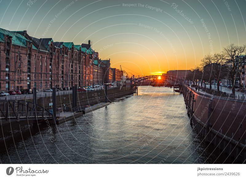 Hamburg Speicherstadt Frühling Sonnenuntergang Dämmerung Abend Licht Romantik Backstein Alte Speicherstadt Deutschland Weltkulturerbe Wasser Blauer Himmel