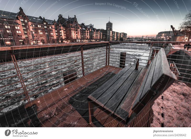 Speicherstadt Hamburg im Winter Himmel Wasser Wolken dunkel Beleuchtung Holz Gebäude Deutschland Fassade Eis Europa Brücke Bauwerk Geländer