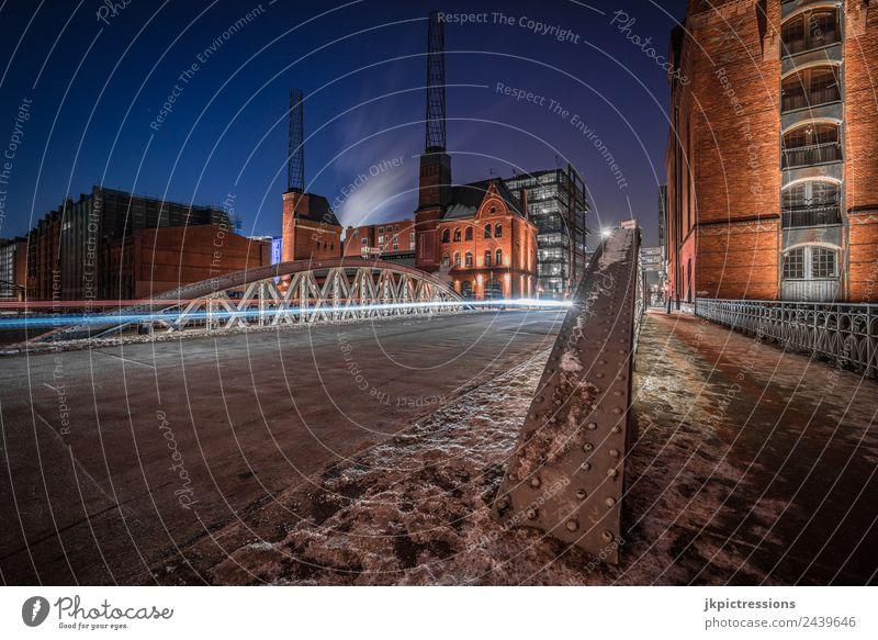 Brücke am Kesselhaus Hamburg im Winter Europa Deutschland Alte Speicherstadt Hafen Weltkulturerbe Nacht Nachtaufnahme Langzeitbelichtung Leuchtspur Schnee Eis