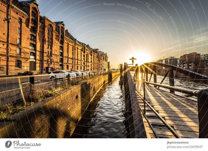 Speicherstadt Hamburg, Sonnenstern Dämmerung Abend Sonnenuntergang Licht Romantik Backstein Alte Speicherstadt Deutschland Weltkulturerbe Wasser Blauer Himmel